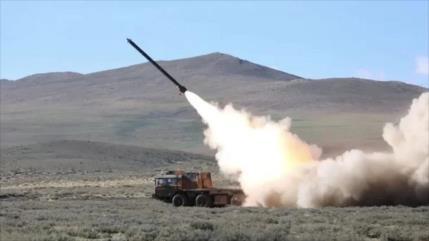 China realiza maniobras militares en la frontera con La India