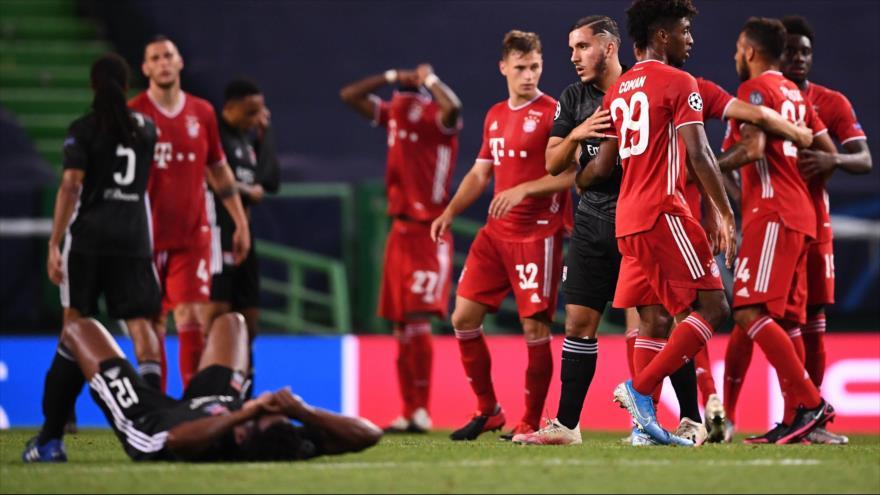 Jugadores de Bayern Múnich celebran su victoria ante Lyon en semifinales de Champions, 19 de agosto de 2020. (Foto: AFP)