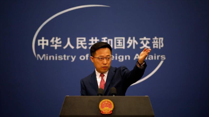 El portavoz de la Cancillería china, Zhao Lijian, en una rueda de prensa en Pekín (capital), 8 de abril de 2020. (Foto: Reuters)