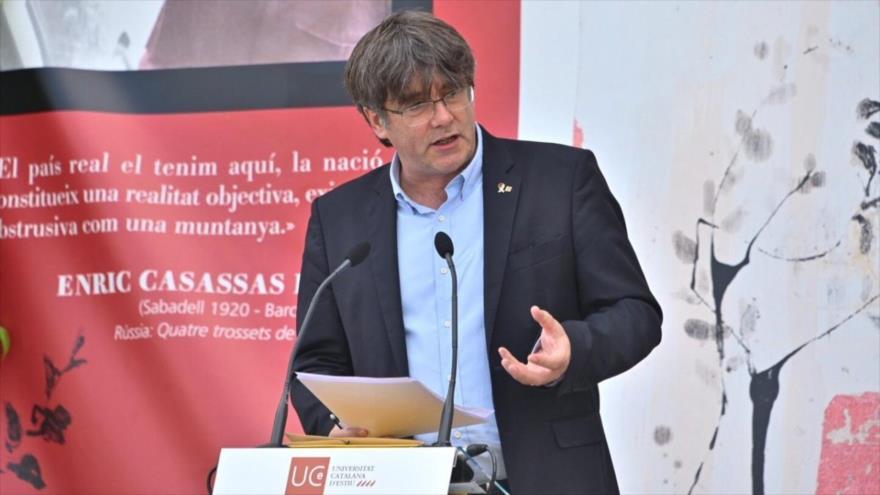 El expresidente de la Generalitat Carles Puigdemont ofrece un discurso en la Universitat Catalana d'Estiu, Francia, 21 de agosto de 2020.
