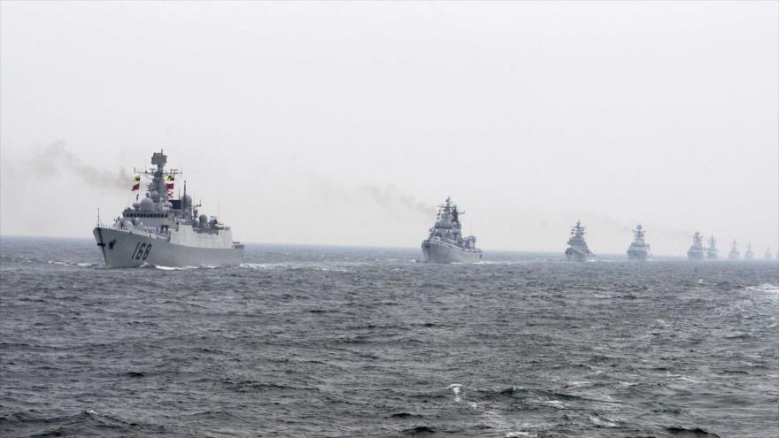 Buques de guerra de la Marina china durante una maniobra militar en el mar del Sur de China.