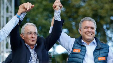 Uribe es un patriota genuino, dijo el presidente postizo