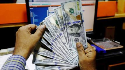 Expertos prevén caída del dólar estadounidense