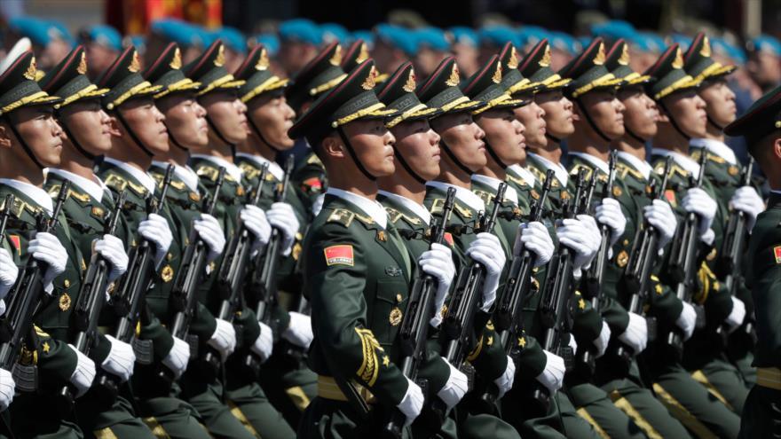 El Ejército de Liberación Popular (ELP) de China durante un desfile militar en Moscú (capital rusa), 24 de junio de 2020. (Foto: AFP)