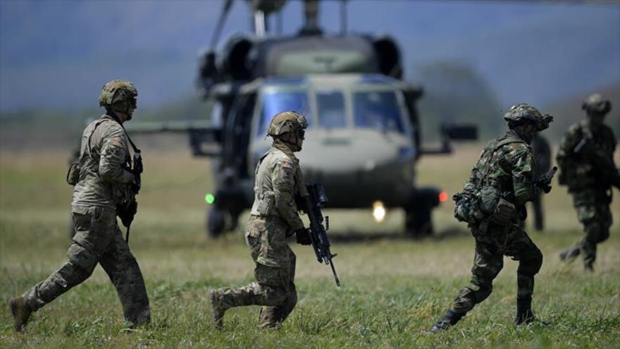 Miembros de los Ejércitos estadounidense y colombiano realizan ejercicios militares conjuntos en Tolemaida, Colombia, 26 de enero de 2020. (Foto: AFP)