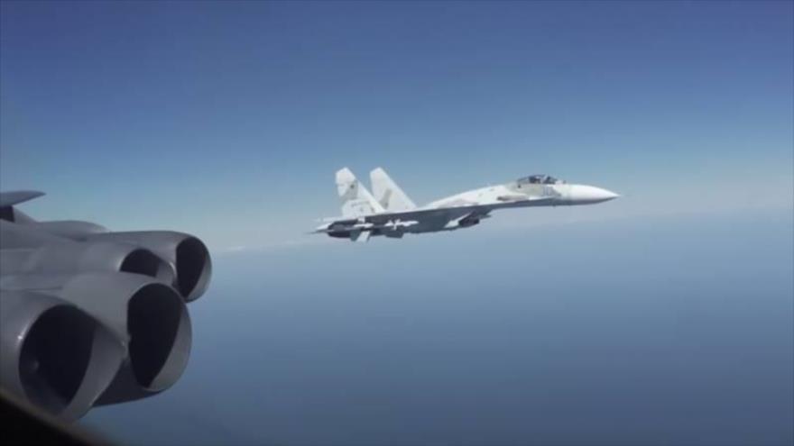 Vídeo: Así maniobran cazas rusos para interceptar un bombardero de EEUU   HISPANTV