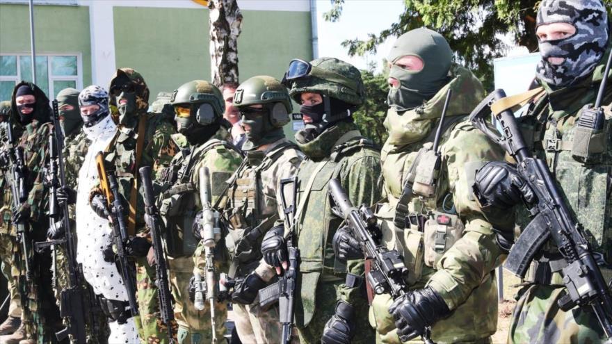 Tropas especiales del Ejército bielorruso con su equipo y armas al sureste de Minsk, la capital. (Foto: AP)