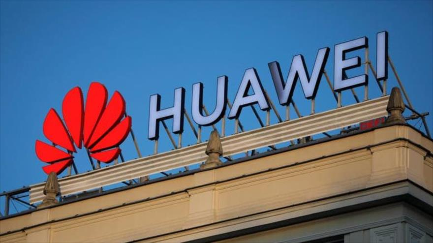 Logo de la empresa de telecomunicaciones china Huawei en una sucursal de la compañía en Manila.