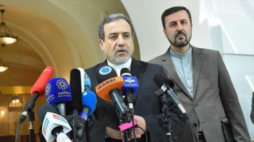El vicecanciller de Irán para Asuntos Políticos, Abás Araqchi, ofrece una rueda de prensa en Viena, capital austriaca, 1 de septiembre de 2020.