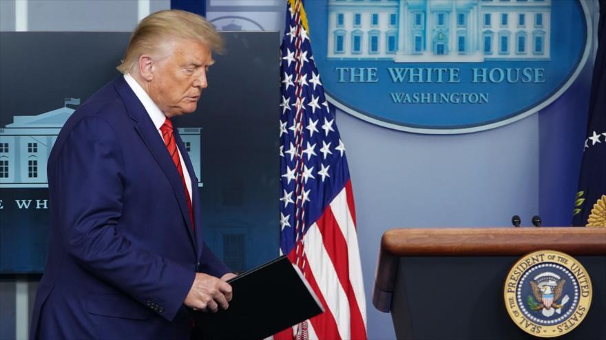 El presidente de EE.UU., Donald Trump, llega para ofrecer una conferencia de prensa en la Casa Blanca, 31 de agosto de 2020. (Foto: AFP)