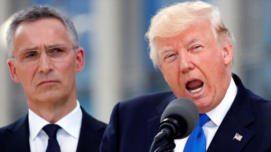 El presidente de EE.UU., Donald Trump (dcha.) y el secretario general de la OTAN, Jens Stoltenberg, en Bruselas, 25 de mayo de 2017. (Foto: Reuters)