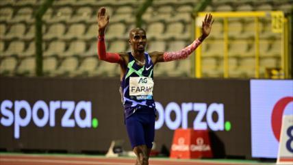 Mo Farah bate récord de la hora en su regreso triunfal a la pista