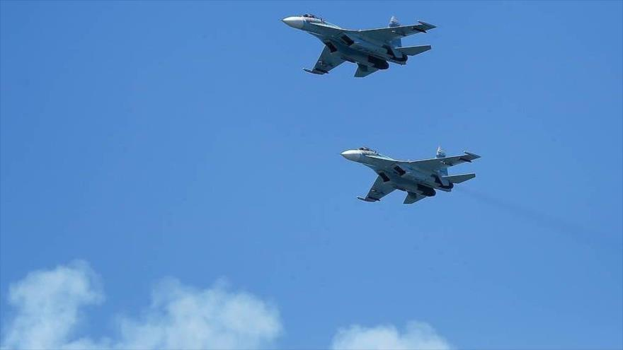 Dos cazas rusos Sujoi Su-27 en pleno vuelo. (Foto: TASS)