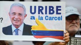 Fiscalía colombiana rechaza petición de libertad para Álvaro Uribe