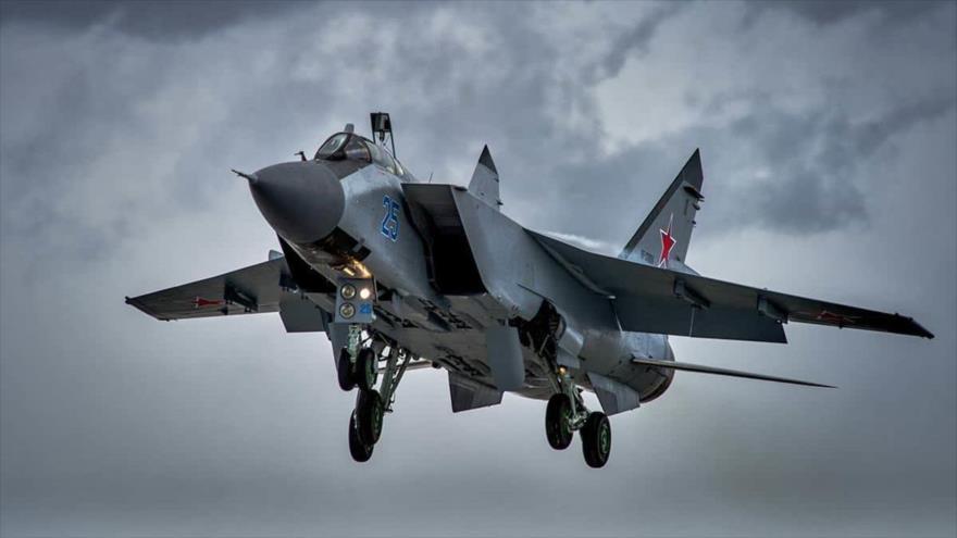 Un caza MiG-31 del Ejército ruso en pleno vuelo.