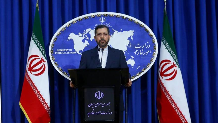 El portavoz de la Cancillería de Irán, Said Jatibzade, en una conferencia de prensa en Teherán.