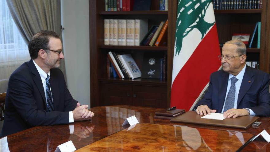El presidente libanés, Michel Aoun (dcha.) reunido con el subsecretario de Estado de EE.UU., David Schenker, en Beirut, 10 de septiembre de 2019. (Foto: AFP)
