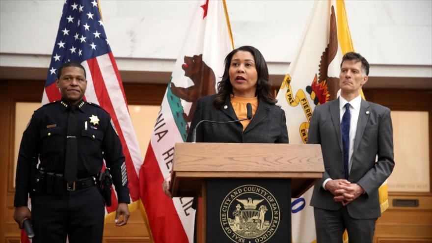 London Breed, alcaldesa de la ciudad de San Francisco, ofrece un discurso en la sede municipal, 16 de marzo de 2020. (Foto: AFP)