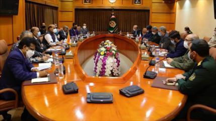 """Ministro indio de Defensa ve """"muy fructífera"""" su visita a Irán"""