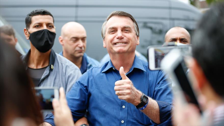 Bolsonaro genera polémica al pedir a un niño quitarse la mascarilla | HISPANTV
