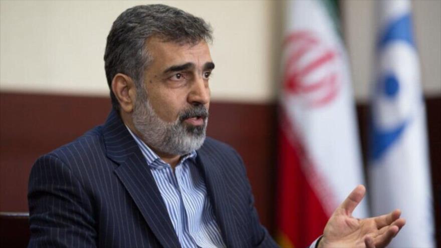 El portavoz de la Organización de Energía Atómica de Irán (OEAI), Behruz Kamalvandi, ofrece una rueda de prensa en Teherán, la capital iraní.
