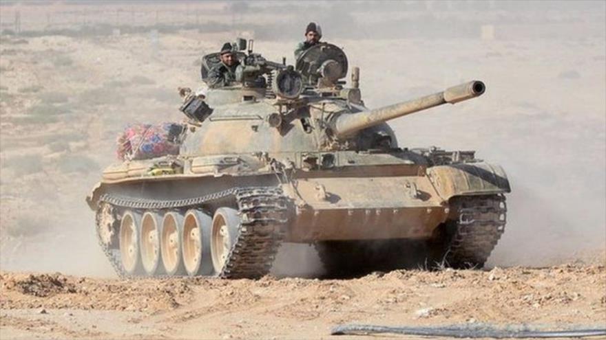 Un tanque del Ejército sirio desplegado en la provincia de Homs, en el centro del país árabe.
