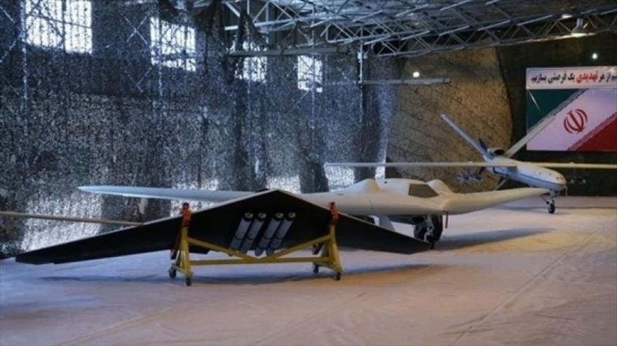 Aviones no tripulados de fabricación iraní, exhibidos en una exposición militar.