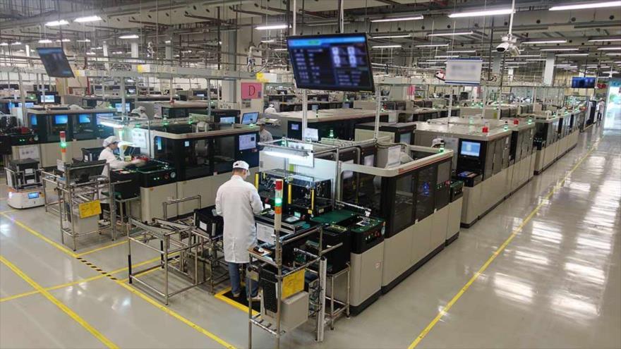 Vista general de una fábrica de manufactura del gigante chino de las telecomunicaciones Huawei en China.