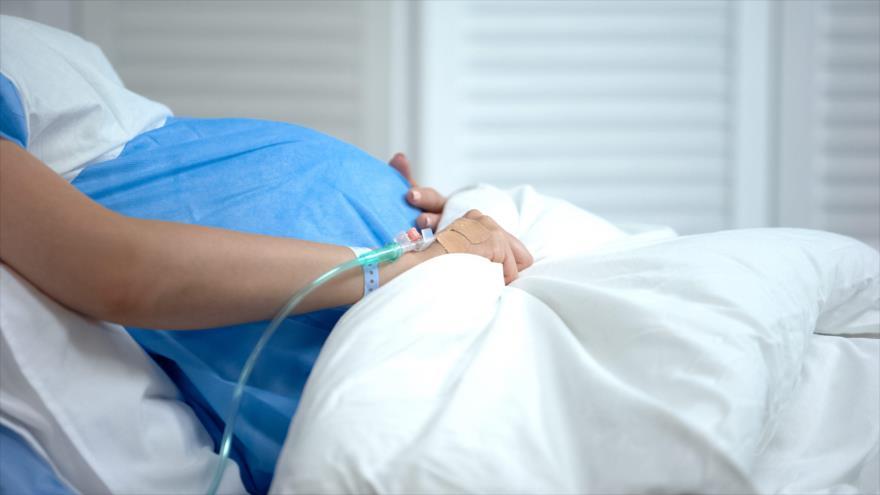 Es más probable que las mujeres embarazadas con la COVID-19 den a luz antes.