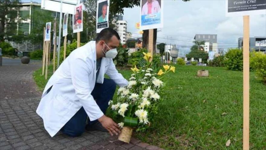 Celebran homenaje a personal médico víctima en El Salvador