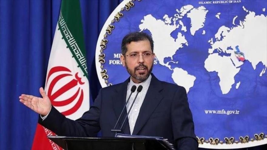 El portavoz de la Cancillería de Irán, Said Jatibzade, en una rueda de prensa en Teherán (capital), 24 de agosto de 2020. (Foto: Tasnim)
