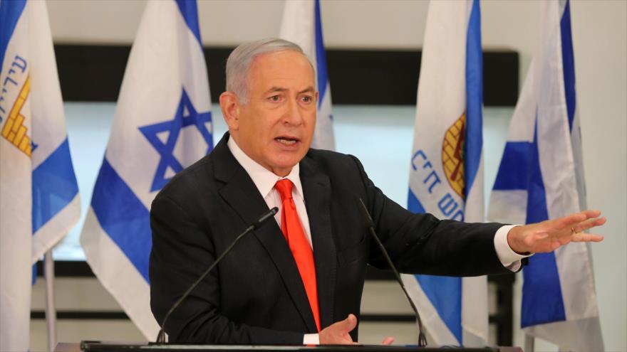 El premier israelí, Benjamín Netanyahu, habla durante su visita a una localidad cerca de Al-Quds (Jerusalén), 8 de septiembre de 2020. (Foto: AFP)