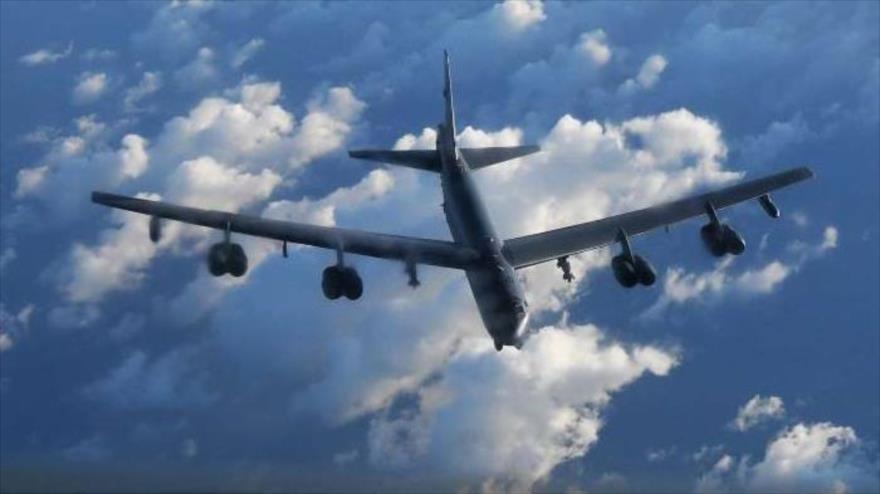 Un bombardero B-52 de las Fuerzas Aéreas de EE.UU. sobrevuela el mar del Norte, 31 de agosto de 2020.