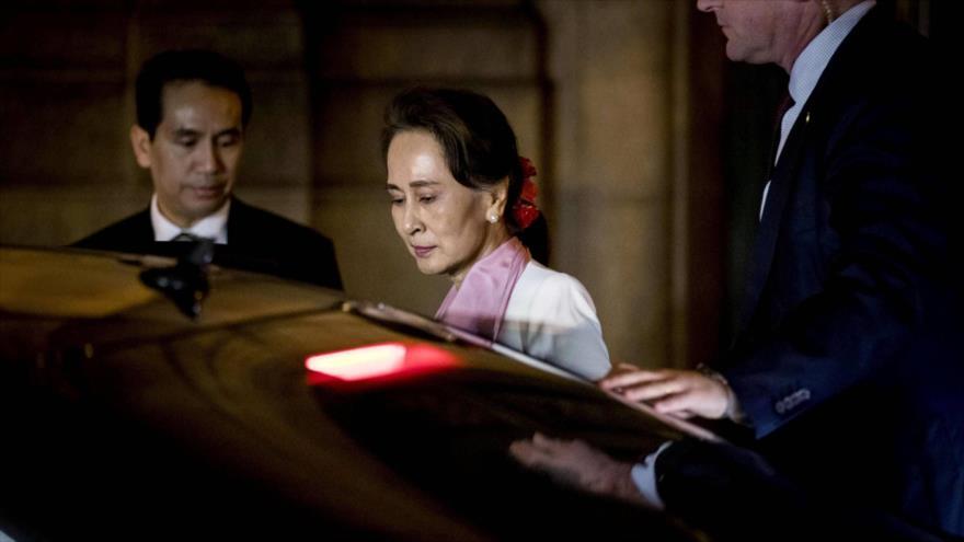 La líder birmana Aung San Suu Kyi abandona el Palacio de la Paz en La Haya (Países Bajos), 12 de diciembre de 2019. (Foto: AFP)