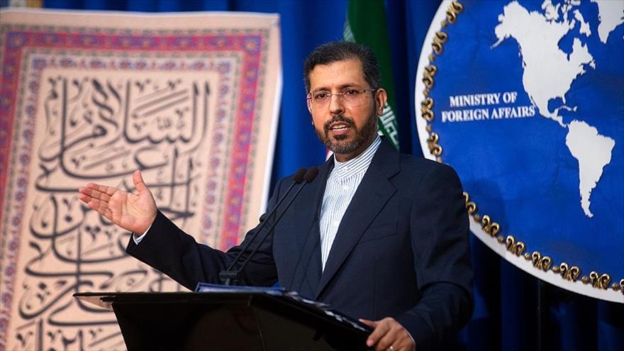 El portavoz de la Cancillería iraní, Said Jatibzade, durante una rueda de prensa, 24 de agosto de 2020. (Foto: FARS)