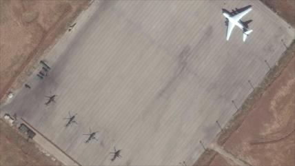 Rusia refuerza su aeródromo, cerca de tropas de EEUU, en Siria