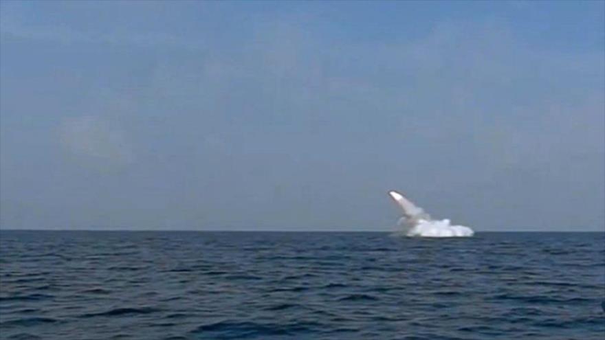 Irán dispara con éxito un misil de crucero desde un submarino