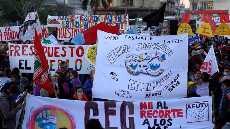 Sindicatos de Uruguay marchan contra recortes presupuestales