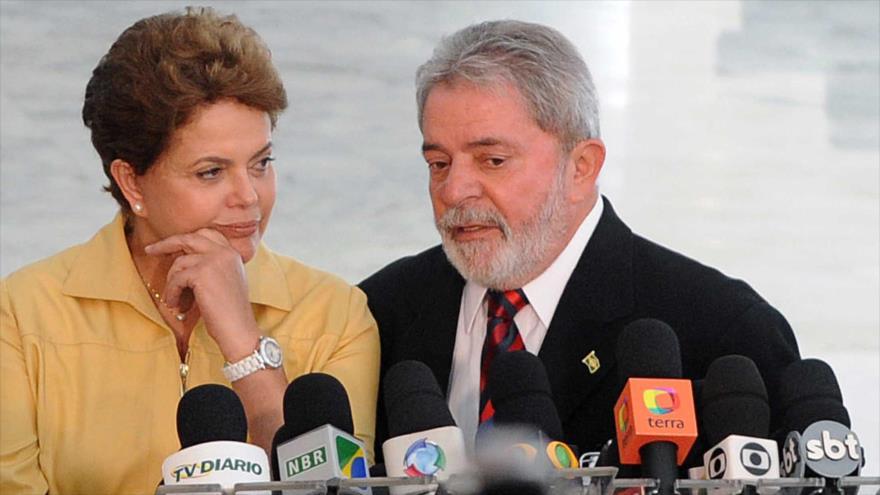 Los expresidentes brasileños Luiz Inácio Lula da Silva y Dilma Rousseff, en una rueda de prensa.