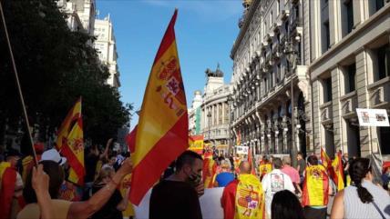 Españoles protestan en Madrid para exigir dimisión de Sánchez