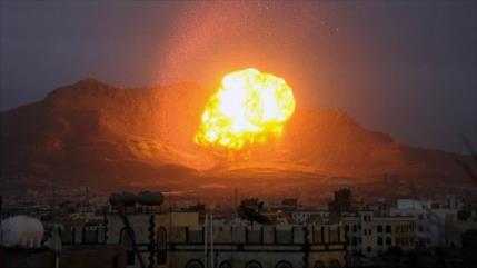 Aviones saudíes bombardean aeropuerto internacional de Saná, Yemen
