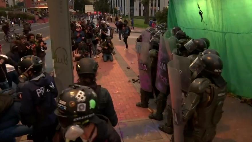 Manifestantes colombianos reclaman la restructuración de Policía