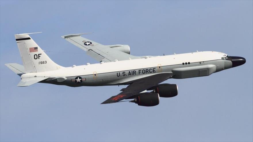 Un avión de reconocimiento RC-135W Rivet Joint de la Fuerza Aérea de EE.UU.