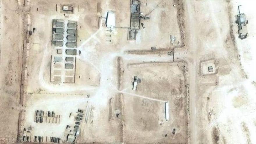 Foto satelital de base aérea rusa en el norte de Siria y cerda de Kobani.