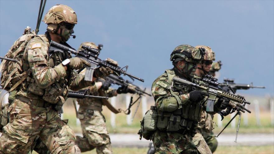 Paracaidistas estadounidenses y Fuerzas Especiales del Ejército de Colombia en un ejercicio, Tolemaida, 26 de enero de 2020. (Foto: Reuters)