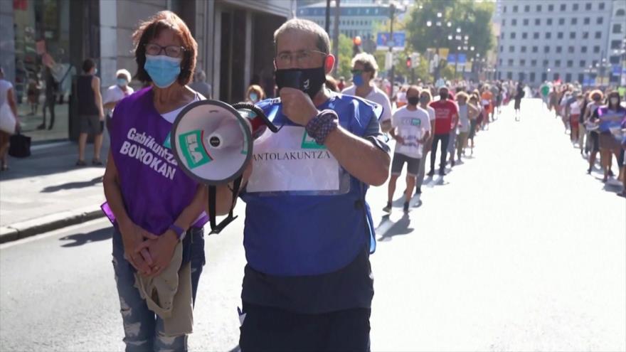 Españoles protestan contra inacción del Gobierno ante coronavirus