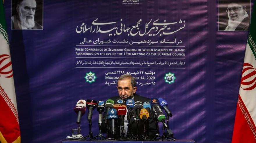 El secretario general de la Asamblea Mundial del Despertar Islámico, Ali Akbar Velayati, habla con la prensa en Teherán, 14 de septiembre de 2020.