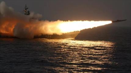 Defensa rusa pide autorización para bombardear buques invasores