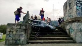 Indígenas derriban estatua de un conquistador español en Colombia
