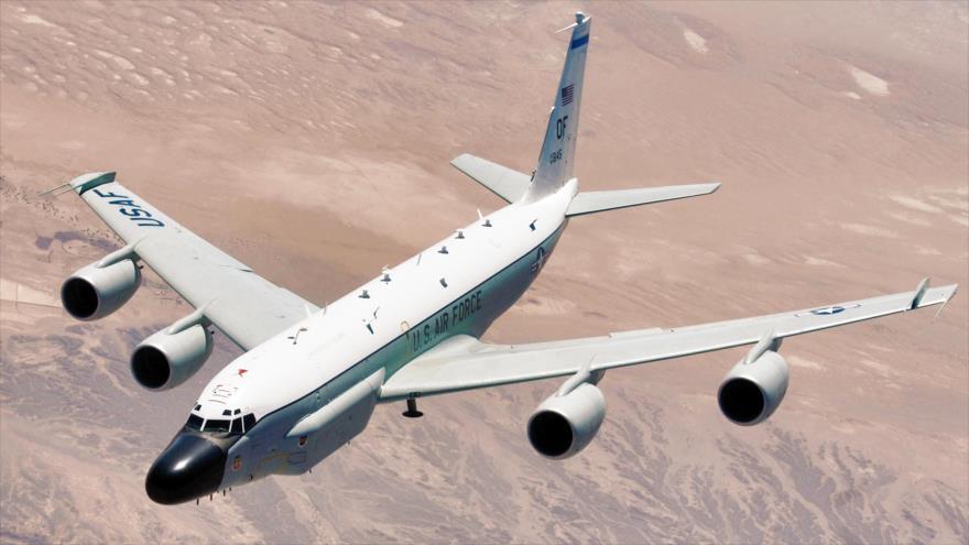 Un avión de reconocimiento RC-135W Rivet Joint de la Fuerza Aérea de Estados Unidos.